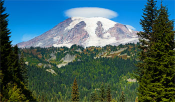 lenticular cloud mt rainier stevens canyon