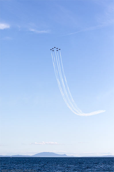 canadian forces snowbirds arrow formation begin a loop