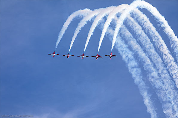 canadian forces snowbirds loop in five line abreast formation