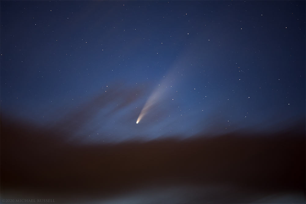 comet neowise in the evening sky above Burnaby Mountain