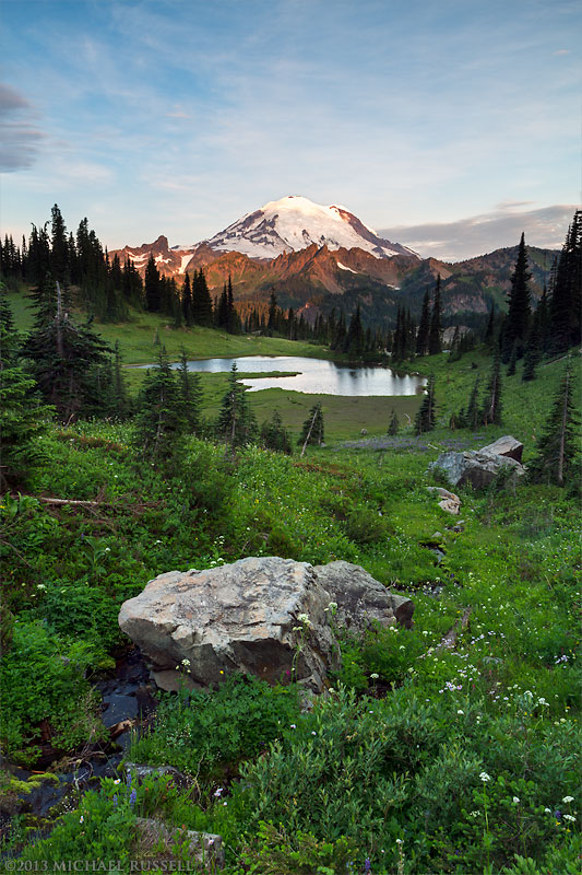 sunrise view of mount rainier from above tipsoo lake in mount rainier national park