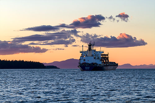 sunset in nanaimo harbour with the freighter Geiranger
