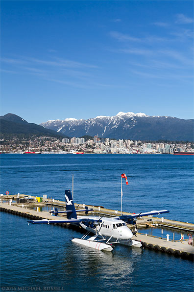 twin otter at vancouver coal harbour