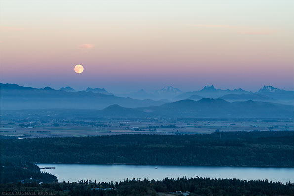 moonrise over the north cascades range from mt erie